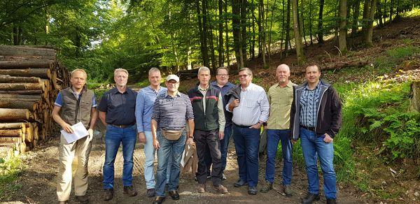 Mitglieder des Forstausschusses bei der Exkursion